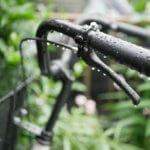 雨の日の自転車で濡れない方法は?子供の送迎時の注意やポイント&使えるオススメ対策グッズ