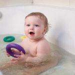 赤ちゃんの夏のお風呂って?  乳児は湯船?シャワーだけ?スキンケアは?